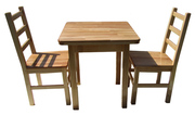 Дерев'яні столи і стільці
